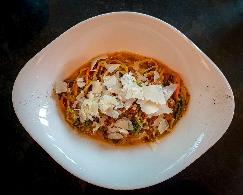 Zucchini Zoddles mit Bolognese – veggie