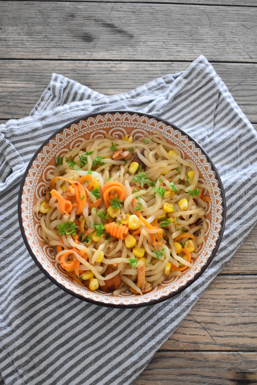 Spaghetti mit Gemüse und Pfifferlingen